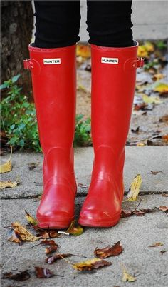 Hunter Rainboots in red I want some