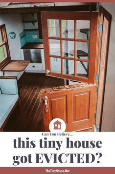 Tiny House Family, Small House Living, Small Houses On Wheels, House On Wheels, Tiny House Trailer, Tiny House Plans, Victorian Gothic Decor, Built In Couch, Tiny House Appliances