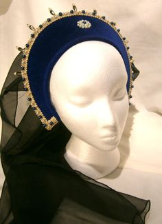 This listing is for a beautiful french hood, perfect for renfaires, LARP, medieval markets, to feel awesome. It is made of safire blue velvet