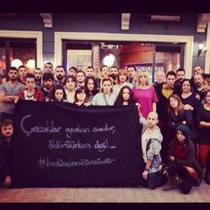 Dizi Setlerinden Berkin Elvan Mesajları http://www.baskahaber.org/2014/03/dizi-setlerinden-berkin-elvan-mesajlar.html… foto: Yalan Dünya pic.twitter.com/sGXvaKT6sG