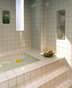 Cheap Home Decor Minimal Chic Bathroom Design Diy Bathroom, White Bathroom Tiles, Chic Bathrooms, Bathroom Interior, Retro Bathrooms, Bathroom Inspo, Bathroom Ideas, Nachhaltiges Design, Design Ideas