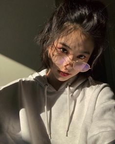 cute girl ulzzang 얼짱 hot fit pretty kawaii adorable beautiful korean japanese asian soft grunge aesthetic 女 女の子 g e o r g i a n a : 人 Korean Aesthetic, Aesthetic Girl, Cute White Boys, Cute Girls, Aesthetic Hoodie, Ulzzang Korean Girl, Western Girl, Uzzlang Girl, Selfie Poses