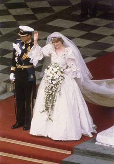 Princess Diana Wedding Dress, Princess Diana Fashion, Princess Diana Pictures, Real Princess, Lady Diana Spencer, Bridal Traditions, Stock Foto, Royal Fashion, Dress Fashion