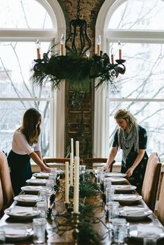 Become the hostess with the mostess by using this post on how to have the best Thanksgiving as your guide! From setting the dining room table to serving the perfect signature cocktail, you're sure to find all the inspiration you need to tackle this delicious night of entertaining.
