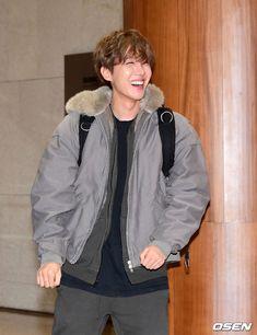 Jhope hobi aesthetic cute 2019 muster osaka japan live concert boyfriend airport look handsome Gwangju, Jung Hoseok, Jimin, Bts Bangtan Boy, Bts Taehyung, Bts Boys, Bts Airport, Airport Style, Airport Fashion