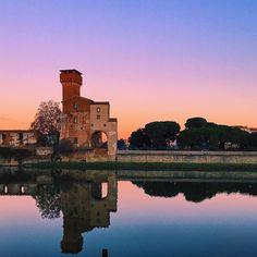 Standing. . #Pisa  #LaCittadella . . . . . . . . . . #LePasseggiateDiRicca #RiccaDiceCose #IAmNotATraveler #PinkIsBetter #igerspisa #volgopisa #vivopisa #pisa_friends #likes_pisa #Pisa_Toscana #siituristadellatuacitta #seemycity #BoiaBello #GoAhead #ThinkDifferent #sunriselove #sunrise_and_sunsets #loves_skyandsunset #sunriseporn #sunrisephotography #igerstoscana #igfriends_toscana #toscana_super_pics #Toscanizzation #thehub_toscana #yallerstoscana #ig_tuscany_ #igersitalia