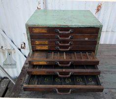 Industrieel ladekastje Dit ladekastje staat bij de Lichtfabriek in Gouda Industrial vintage