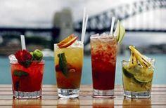 Belli e colorati, sono i cocktail analcolici low fat a base di frullati di frutta fresca, succhi e spremute. Ideali per un aperitivo anti-caldo per una serata estiva in compagnia dei tuoi amici. cco alcune ricette!