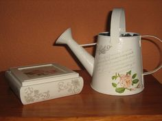 Arte Shabby Chic, Decoupage, Watering Can, Kettle, Iris, Kitchen Appliances, Canning, Base, Home Furniture
