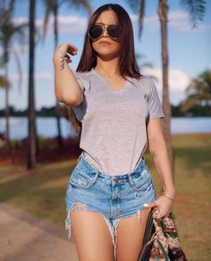 18 Fashionable Outfit for Teenage Girls Estilo Shorts Jeans, Denim Shorts Style, Short Outfits, Cute Outfits, Look Con Short, Foto Casual, Tumblr Outfits, Summer Girls, Types Of Fashion Styles