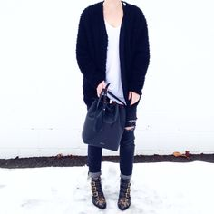 Black and white. Chloe Suzanna boots and Mansur Gavriel Bucket bag. Styled by Fashionably.Fit