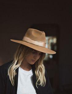 Hats for women. Boho Fashion, Autumn Fashion, Girl Fashion, Fashion Outfits, Fashion Hats, Fashion Vintage, Vintage 70s, Fashion Details, Fashion Rings