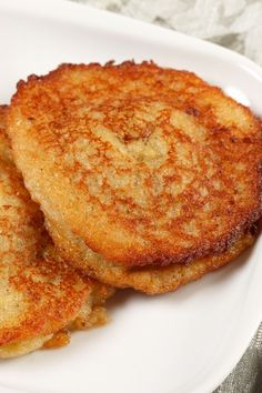 Mashed Potato Cakes Recipe - An easy 6 ingredient recipe with only a 5 minute prep time. A great use of leftover mashed potatoes. Potato Side Dishes, Vegetable Dishes, Side Dish Recipes, Vegetable Recipes, Veggie Food, Recipes Dinner, Mashed Potato Cakes, Recipe For Potato Cakes, Potato Recipes