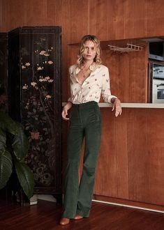 Sézane - Florence shirt in 2020 70s Outfits, Mode Outfits, Spring Outfits, Vintage Outfits, Casual Outfits, Fashion Outfits, 70s Inspired Fashion, 70s Fashion, Look Fashion