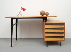 Vintage Tische - 50er Schreibtisch Esche im Stil von Parisi Ponti - ein Designerstück von silent-cube bei DaWanda