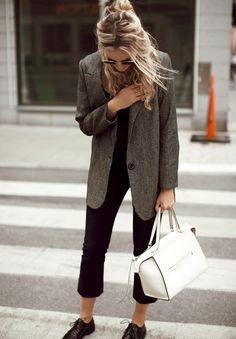 Rien de tel qu'une jolie veste masculine pour réchauffer un look sage ! (blazer Margaux Lonnberg - photo Anouk Yve)