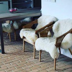 "7 To se mi líbí, 1 komentářů – creationbella (@creation.bella) na Instagramu: ""Chair #wool #briks #table #woodentable #wood #flowers #chair"""