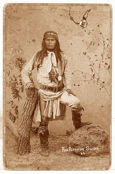 Evergreen Native American Survival Skills - The Apache Foot . Native American Pictures, Native American Artwork, Native American Beauty, Native American History, American Indians, Apache Indian, Native Indian, Indiana, Sioux