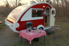 Cute vintage trailer... ah, someday - I will own one!