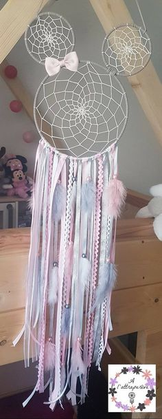 Minnie Dream Catcher Minnie Dreamer You are in the right place for home decor inspiration When it comes to designing your dream home, th Diy Tumblr, Dream Catcher Craft, Diy And Crafts, Arts And Crafts, Baby Room Diy, Diy Vanity, Feather Design, Disney Crafts, Dream Decor
