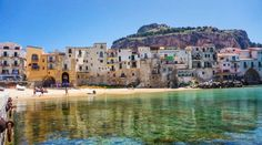 Vivienda Lupita Cefalù Set 300 metres from Cathedral Basilica of Cefalù in Cefalù, this apartment features a balcony.  The unit fitted with a kitchenette with an oven and fridge. Towels and bed linen are featured in this apartment.
