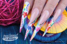 Diseño de Nancy Arcea, Master Nail Mart inspirado en los coloridos motivos de los típicos Huipiles.