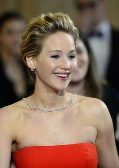 """Die Oscar-Frisuren der Hollywood-Stars: Der Kurzhaarschnitt steht Jennifer Lawrence (""""American Hustle"""") ausgezeichnet. Mehr dazu hier: http://www.nachrichten.at/nachrichten/society/Die-Oscar-Frisuren-der-Hollywood-Stars;art411,1322422 (Bild: EPA)"""