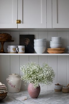 Kitchen Reno, New Kitchen, Kitchen Cabinets, Wedding Flower Inspiration, Home Decor Inspiration, Butcher Block Countertops, How To Get Sleep, House Smells, Pantry Organization