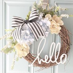 Spring wreath for door decoration is a wonderful idea. Get the best DIY Spring Wreath ideas here for front door decoration for the Spring and Easter season. Diy Décoration, Easy Diy, Front Door Decor, Wreaths For Front Door, Front Porch, Front Doors, Diy Wreath, Gold Wreath, Grapevine Wreath
