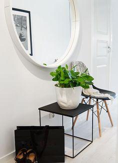 Via Planete Deco | Black and White | Hallway | Eames Chair:
