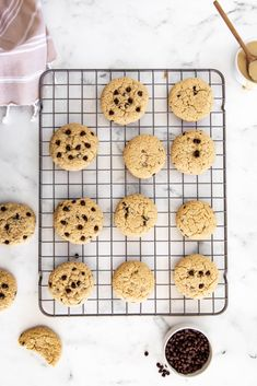 This super easy recipe is loaded with tahini and chocolate chips, making these cookies the perfect sweet and salty treat. These chewy, chocolatey, and nutty Tahini Chocolate Chip Cookies are definitely going to become your new favourite! Cheesecake Oreo, Cheesecake Recipes, Cheesecake Strawberries, Baking Recipes, Cookie Recipes, Dessert Recipes, Bar Recipes, Easy Gluten Free Desserts, Easy Desserts
