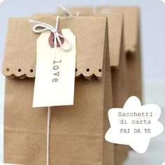 Present-wrapping ideas. How cute can brown paper bags be! Pretty Packaging, Gift Packaging, Packaging Ideas, Simple Packaging, Paper Packaging, Packaging Design, Bottle Packaging, Label Design, Packaging For Cookies