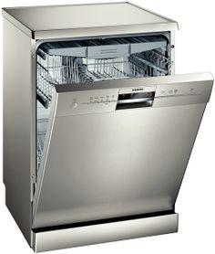 Es una lavavajillas de color gris de acero para la cocina