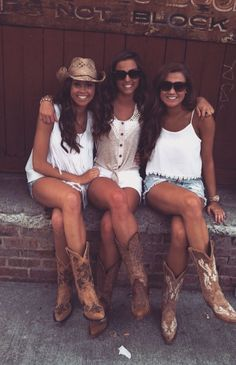 Country Outfits: Three country girl friends