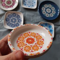 Dot Painting, Dots, Plates, Tableware, Design, Stitches, Licence Plates, Dishes, Dinnerware