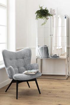 €379   Vicky Wilson Silver fauteuil, unieke en trendy fauteuil uit de meubel collectie van Kare Design. De eigenzinnige meubels van dit unieke woonmerk zijn echte blikvangers en geven karakter aan uw interieur! Afmeting: (hxbxd) 92x59x63 cm. Kare Design, Blue Green, Accent Chairs, Furniture, Home Decor, Lounge Chairs, Coffee Table Styling, Upholstered Chairs, Decoration Home