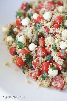 What happens when you combine some of summer's perfectly ripe tomatoes with creamy mozzarella, freshly grown basil, protein-packed quinoa and a delicious balsamic vinaigrette? You have healthy magic my friends….. We eat Caprese salads ( tomato, mozzarella and basil) pretty often around here and I wanted to find an easy way to turn it into …
