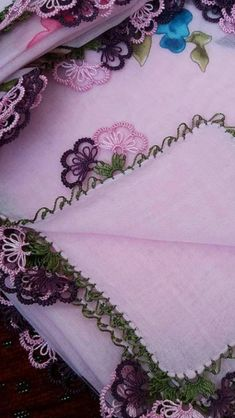 This Pin was discovered by Sem Beaded Embroidery, Embroidery Patterns, Hand Embroidery, Yarn Thread, Point Lace, Needle Lace, Filet Crochet, Lace Making, Baby Knitting Patterns