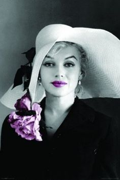Bella Marilyn.Style Icon Marilyn Monroe has an influence on 21st century design.