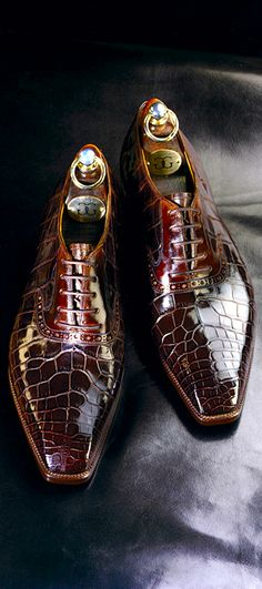 Here are a pair of bespoke Crocodile lace-up shoes by Gaziano & Girling. The company was started in 2006 by Tony Gaziano and Dean Girling in order to create ready-to-wear and bespoke men shoes.