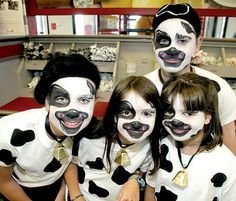 Cow costume/Chick-fil-A Cow Appreciation Day is today! Dress up like a cow, get free food! Halloween Costumes For Kids, Diy Costumes, Costume Ideas, Halloween Ideas, Cow Face Paints, Cow Mask, Cow Appreciation Day, Christmas Pageant, Kids Makeup