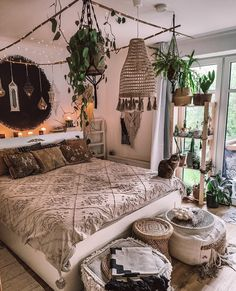 F&A Wohnung Contemporary Boho Bedroom Diy Decor - Decoration Invest in Your Home by Starting In Bohemian Bedroom Design, Bohemian Bedroom Decor, Bedroom Designs, Bohemian Interior, Floral Bedroom, Bohemian Homes, Bohemian Style Bedrooms, Room Ideas Bedroom, Home Bedroom