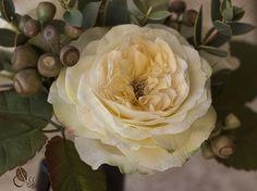 Пионовидные розы (розы Дэвида Остина) из зефирного фоамирана, гортензия, эвкалипт из иранского фоамирана и плоды (ягоды) эвкалипта из шелкового фоамирана