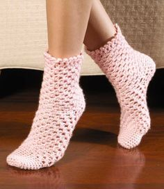 So comfy and soft, hand-crocheted socks are one of life's ultimate luxuries! Crochet expert Darla Sims presents 15 cozy toe-warmers for the family and also teaches you how to design your own. There are socks and slipper socks for children, women, and men. Crochet Crafts, Hand Crochet, Crochet Stitches, Crochet Baby, Knit Crochet, Crotchet Socks, Crochet Gloves, Crochet Slippers, Crochet Slipper Pattern