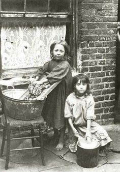 Two girls washing clothes in the street. Spitalfields nippers: rare photographs of London street kids in 1901 – in pictures Vintage Pictures, Old Pictures, Vintage Images, Old Photos, Victorian London, Vintage London, Old London, East London, Victorian Era