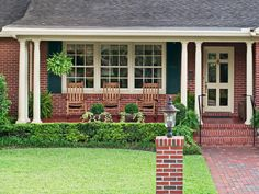 Copy the Curb Appeal: Jacksonville, Florida - HGTV Magazine found eye-catching houses loaded with inspiring ideas. Ranch Exterior, Exterior Remodel, Exterior Paint, Brick Exterior Makeover, Exterior Trim, Outdoor Post Lights, Outdoor Decor, Florida Landscaping, Landscaping Ideas