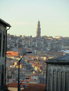 Torre dos Clérigos vista de Vila Nova de Gaia - Portugal
