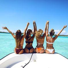 http://www.gq.ru/girls/30-plyazhnyh-fotografij-kotorye-my-hotim-videt-v-vashem-instagrame?recommender=