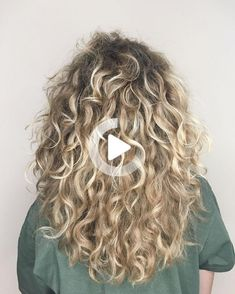 @erin.mccarthy.makeup.artistry Over 60 Hairstyles, Braided Hairstyles, Short Curly Hair, Curly Hair Styles, Heart Shaped Face Hairstyles, Hairstyle App, Hair Pictures, Hairstyles Pictures, Hair Vitamins