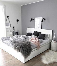 gris perle murs colorés dans de diverses couleurs chambre a coucher avec un grand lit tout blanc